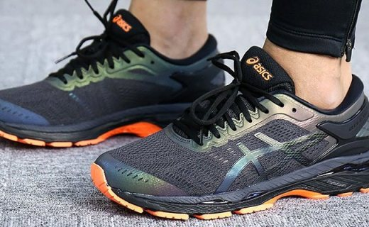 亚瑟士运动跑鞋 :科技中底轻量缓震,反射素材安全夜跑