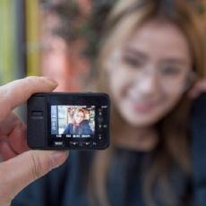 火柴盒大的索尼相机,满满黑科技对标GoPro — 索尼 迷你黑卡RX0 便携数码相机评测 | 视频