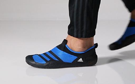 耐磨透气的阿迪达斯涉水鞋,超强排水看海也不怕