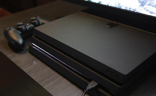 索尼PS4 Pro游戏主机:简约线条设计,触屏手柄,4K视频输出
