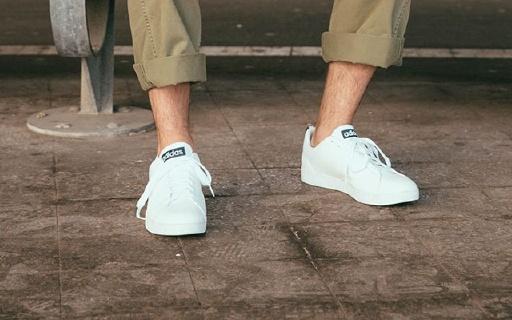 adidas Advantage休闲鞋:经典小白鞋造型,光面皮革方便清洗