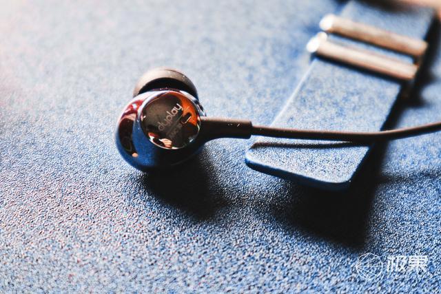 """降噪新""""静""""界,在喧嚣闹市给你宁静dyplay主动降噪耳机"""