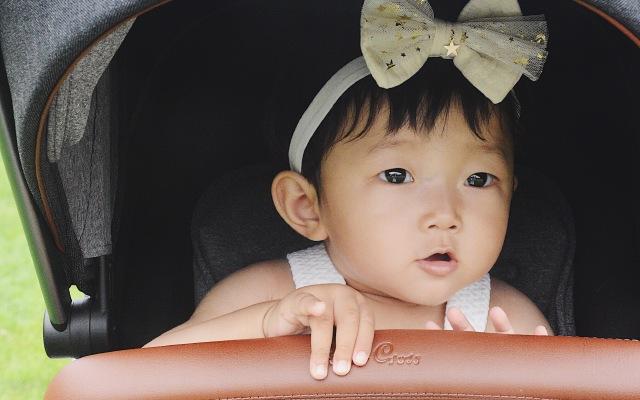 婴儿车中的劳斯莱斯,姑娘上车带你周游世界!| 视频