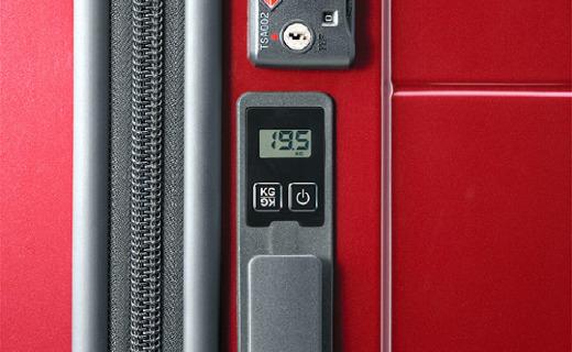 总遭遇超重困扰?日本推出可显示重量的行李箱!