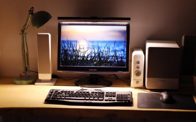 一秒安装,减少屏幕蓝光伤害,深夜加班好伴侣 — WiT ScreenBar智能阅读挂灯体验