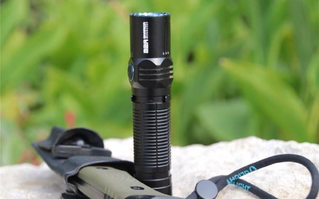 巴掌大的手电,防水又抗摔,户外照明首选 — 傲雷M2R强光手电评测 | 视频