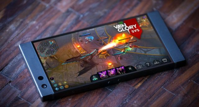 """地表最强游戏手机发布!背后一块""""电烙铁"""",摸过的网瘾少年都哭了..."""