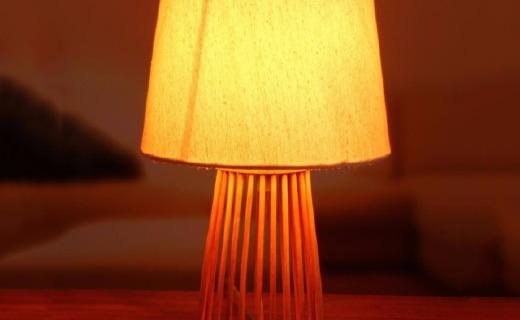 日光生活实木台灯:实木材质健康安全,肌理灯罩柔和不刺眼