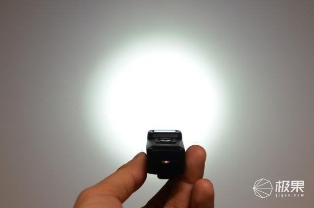 掌中照明小太阳,照亮黑夜只一键,NITECORETUP便携灯评测