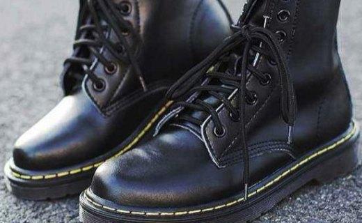 Dr. Martens 马丁靴:头层皮料舒适耐穿,经典圆头时尚百搭