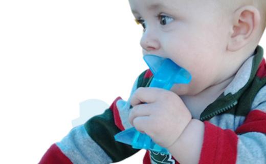 Baby Banana鲨鱼款牙咬胶:安全健康硅胶,柔软凸起磨牙更舒适