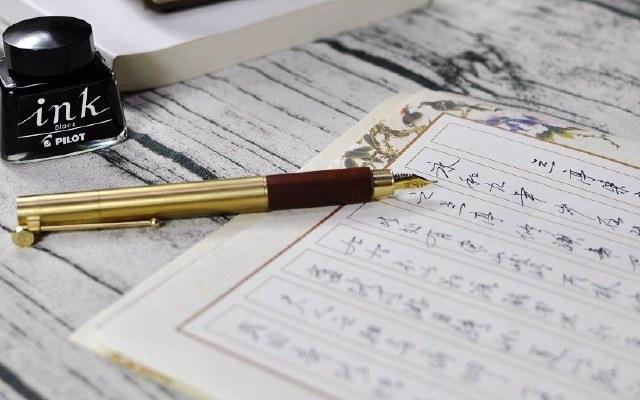 手机永远替代不了的,是用心书写的动人笔迹 — 意外设计 时光钢笔体验 | 视频