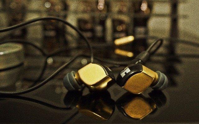 试听首款纳米振膜耳机,感觉卖一万多很值! — Hifiman re2000入耳式耳机体验
