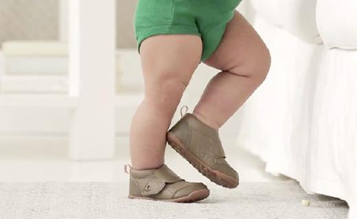 Carters皮制婴幼儿单鞋一折甩,安全钩带设计,帮助宝宝更早学会走路