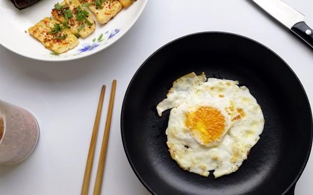 看世界杯别忘吃早餐,无涂层不粘的早餐煎锅体验