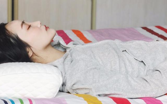 绮眠恒温流体棉双核枕体验,亲肤透气给你睡眠高级感