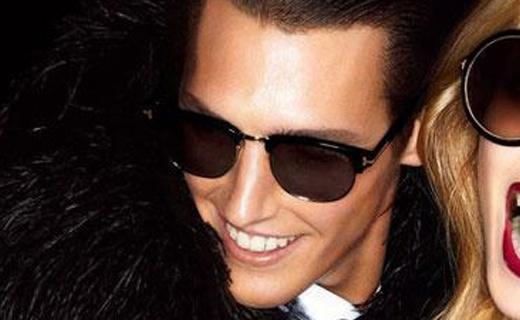 Tom Ford蓝色镀膜太阳镜:造型时尚瞩目,帅气又有品