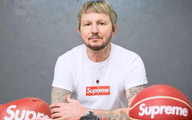 23年收藏1000+Supreme单品,为了淘货他跑遍全世界