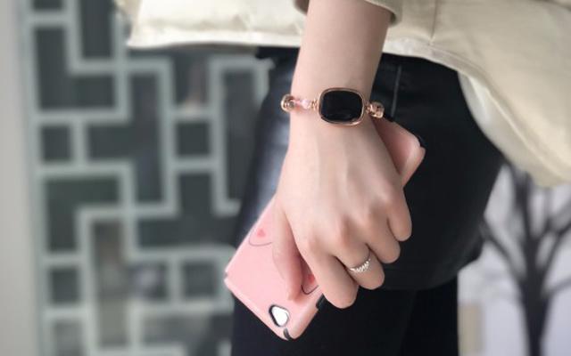 天然宝石与智能芯片完美结合,妹子专属饰品 — 心麦智能珠宝手链体验 | 视频
