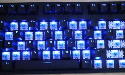 办公游戏两相宜,噼里啪啦!打字更有节奏感—雷柏V708机械键盘