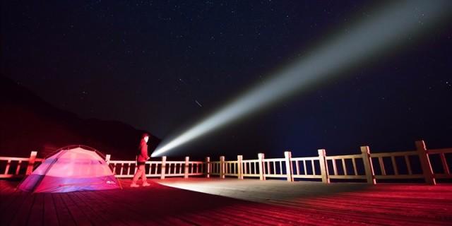纳丽德圣火30使用体验,高亮度高射程的搜索手电