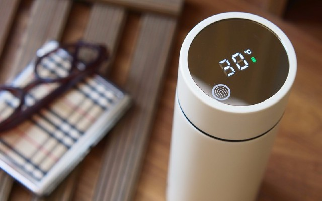 可以显示水温的保温杯,新尚智能不锈钢真空保温杯体验