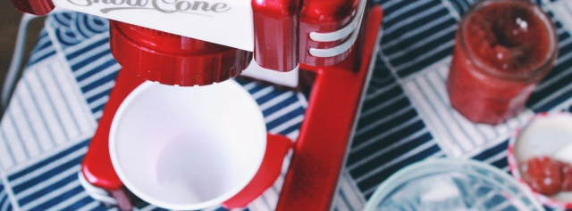 高颜值复古刨冰机,带你回到童年的清凉夏天 | 视频