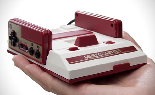 任天堂JUMP纪念款红白机,收录《圣斗士》、《龙珠》等20款经典游戏