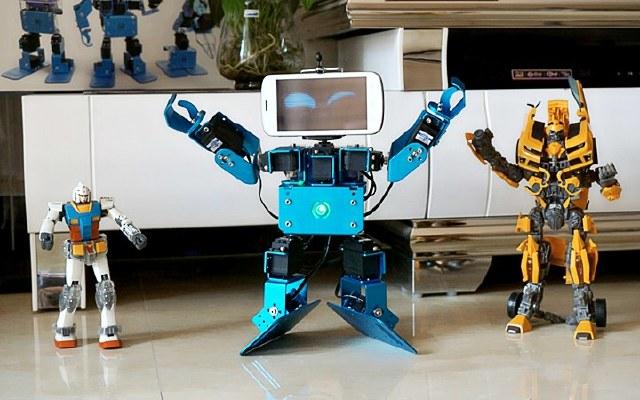 视频   可编程组装机器人,自定义玩法孩子超爱