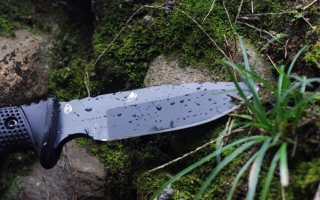 """腰间的户外生存""""利器"""",刀柄也能轻松碎酒瓶 — 汉道探索者户外小刀评测"""