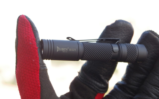 随身而动,随心而行,极简实用的迷你随身电筒,务本E01手电使用体验