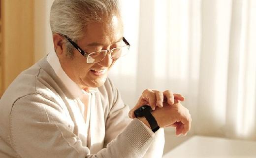 360手表电话:精准定位保障老人安全,大屏幕看字清晰方便