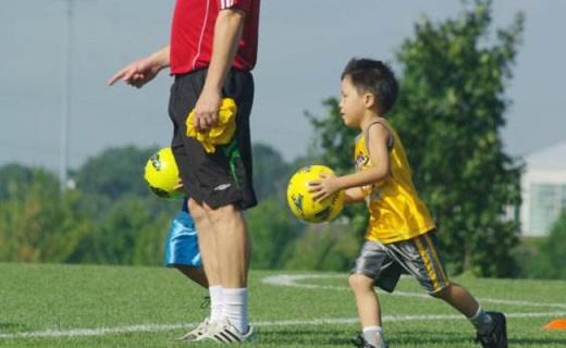 Molten 4号低弹足球:手缝PU材质,耐热抗老化,室内踢球首选