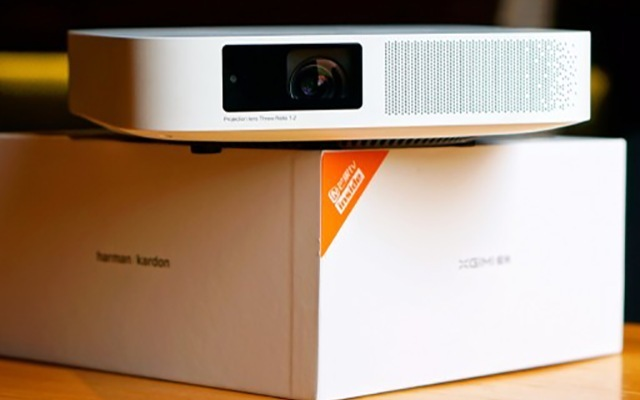 不到3000的投影仪,在家就能享受百吋高清大片 - 极米无屏电视Z6测评