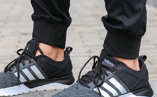 阿迪达斯休闲鞋:网布鞋面透气舒适,橡胶鞋底柔软耐磨
