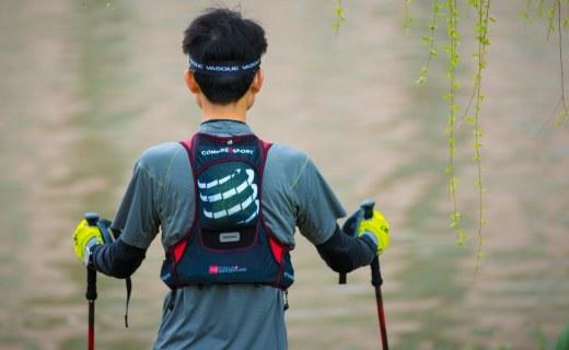 背负舒适补给强大,这背包助我轻松完成越野赛 — COMPRESSPORT 超轻越野跑背包体验 | 视频