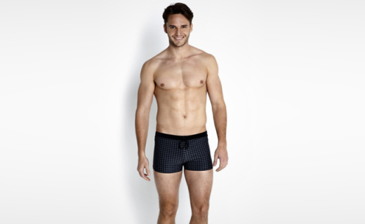 速比涛男士平角泳裤:快干防晒有弹性,抗氯效果出色