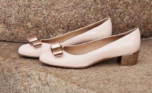 菲拉格慕VARA粗跟鞋:牛皮内里超舒适,手工打造可珍藏