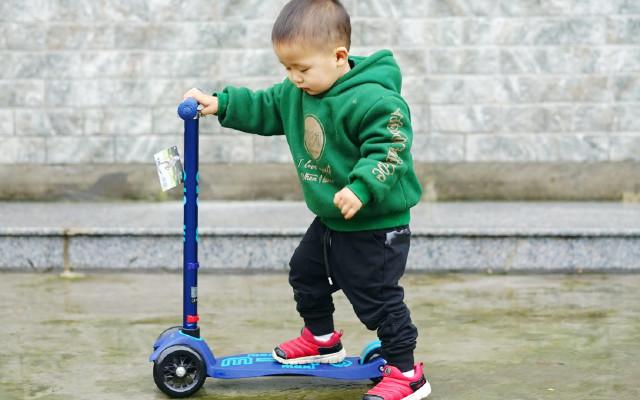 二寶二周歲的禮物-Micro迷嬉4合1滑板車上手體驗