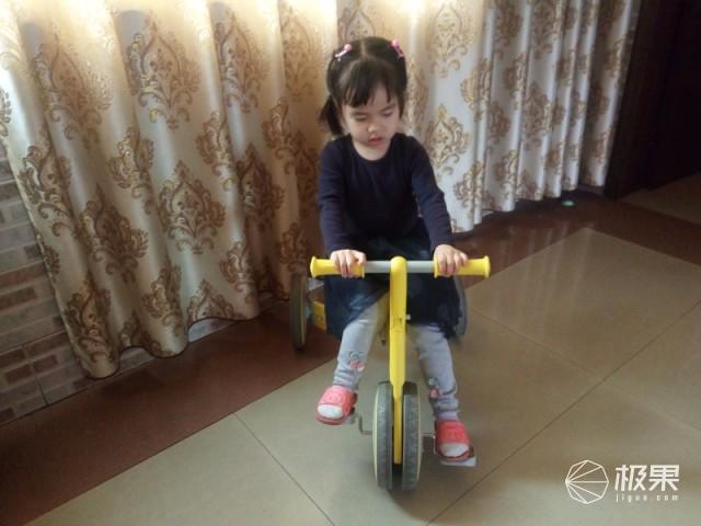 柒小佰变形儿童车体验,骑滑轻松切换的有趣童车