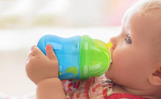努比双耳学饮杯:安全无毒材质,防漏吸管放心饮水