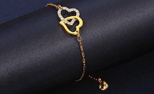 施华洛世奇手链:双色水晶心相扣造型,时尚设计凸显气质