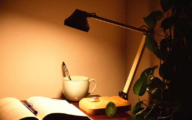 不管你信不信,一盏台灯能够改变你的生活   视频