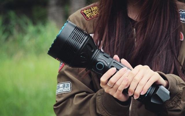 手电筒中的巨无霸,黑夜里的高射炮,OLIGHT 手电筒X9R体验