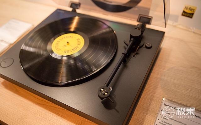 PS-HX500-Vinyl-TurnTable-From-Sony-02.jpg