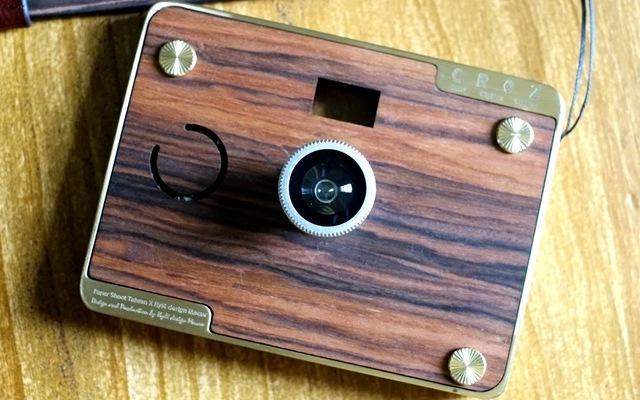 书房里的藏品新秀,这台木质相机更像是艺术品