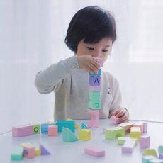 百种拼装玩法,动手又动脑,激发孩子想象 — BEVA贝瓦 彩色益智百变拼接积木体验