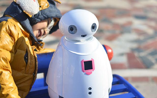 """能唱会跳的呆萌""""大白"""",让孩子开心一整天 — 能力风暴 奥科流思3号智能机器人体验"""
