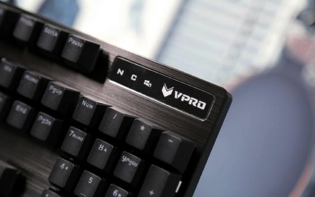 青轴无边框,我的键盘新宠 — 雷柏 V805 机械键盘体验