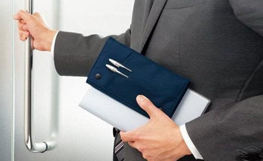 KOKUYO手账笔袋:对角线绑带携带方便,前置插袋拿取方便